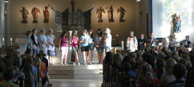 Religiöse Erziehung: Schulgottesdienste mitgestalten und aktiv mitfeiern (Foto: WBG/Schrieck)