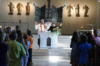 Ökumenische Gemeinsamkeit im Schulgottesdienst und im Schulleben wird bei uns groß geschrieben (Foto: WBG/Schrieck)