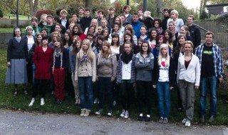 Seit vergangenen Freitag zu Gast am WBG: Schüler unserer Partnerschule aus Prag mit ihren Lehrerinnen und Lehrern - hier zusammen mit ihren Gastgebern vom WBG und Schulleiterin Sr. Maria Thoma Dikow (Foto: WBG)
