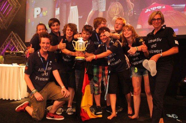 Zum 3. Mal Weltmeister: Das Siegerteam mit Frau Kroh in Delft (Niederlande) - Foto: WBG/Kroh