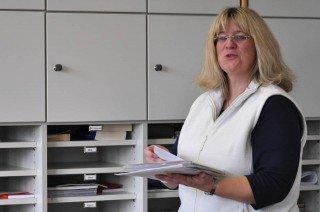 Sekretärin Karin Weische (Foto: SMMP/Hentrich)