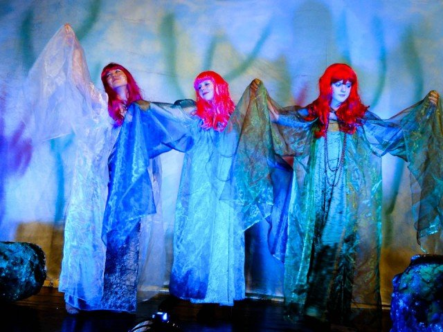 Theateraufführung des M.A.T in der Wilhelmshöhe Menden mit Schauspielerinnen des WBG (Foto: WBG/MAT)