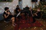Stimmungsvoller Auftakt: Die Kammermusik-AG unter der Leitung von Herrn Becker (Foto: WBG/SV)