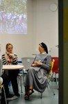 Information und Beratung direkt: Schulleiterin Sr. Maria Thoma Dikow im Gespräch (Foto: SMMP/Hentrich)
