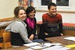 Frau Hoischen (Mitte) mit einer Kollegin der Partnerschule in Fougères/Frankreich (rechts) und Frau Migas, die nach bestandenem Lehramtsexamen leider unsere Schule verläßt. (Foto: SMMP/Hentrich))