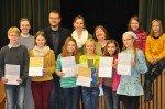 Die besten Vorleser/innen der sechsten Klassen 2012 mit Schulleiterin Sr. M. Thoma Dikow und der Jury am 18.12.2012. (Foto: SMMP/Sr. Johanna Hentrich)