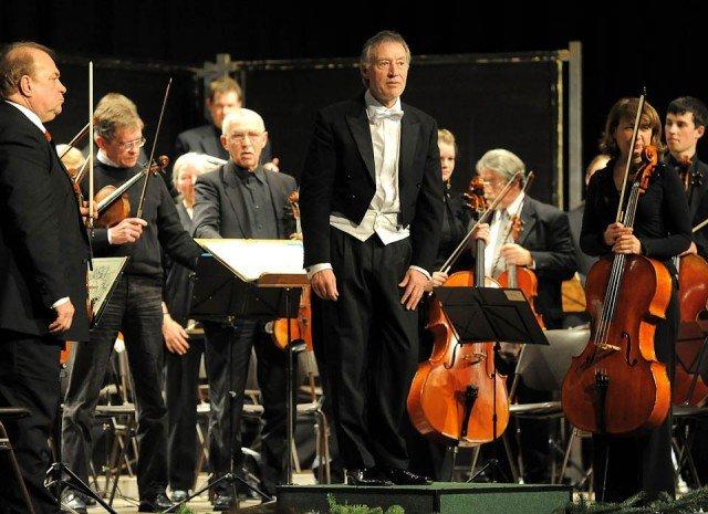 Das Ruhrstadt Orchester Schwerte gastiert mit seinem künstlerischen Leiter Claus Eickhoff im Rahmen der Orchesterakademie am WBG. (Foto: WBG/Thielmann)chüler und Lehrer unserer Schule mitwirken. (Foto: WBG/Thielmann)