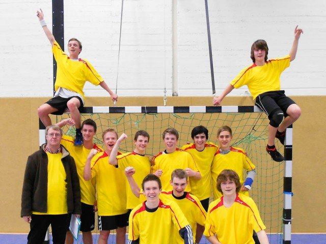Die Handballmannschaft des WBG nach dem Erfolg in Herdecke am 31.01.2012 (Foto: WBG/Todt)
