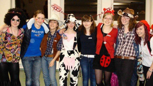 Die Organisatoren der Karnevalsparty - die Klassenpaten der fünften Klassen (Foto: WBG/Schmidt)