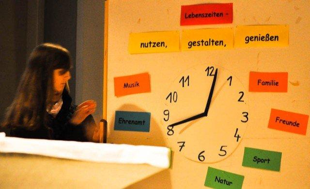 Das Motto des Walburgafests im Schulgottesdienst (Foto: SMMP/Hentrich)