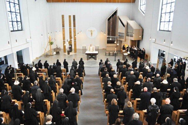 Requiem für Sr. Maria Andrea Stratmann † in der Dreifaltigkeitskirche des Bergklosters Bestwig (Foto: SMMP/Hentrich)