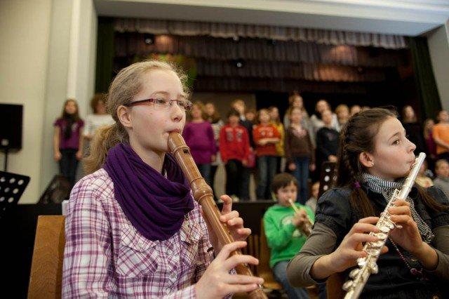 Zum ersten Mal probten Chor und Mini Musical Band zusammen. (Foto: SMMP/Beer)