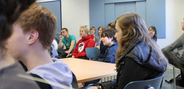 Gespannt verfolgen Klassen- und Stufensprecher die Diskussion in der Schülerratssitzung am 22.03.2012. (Foto: WBG/Schieferdecker)
