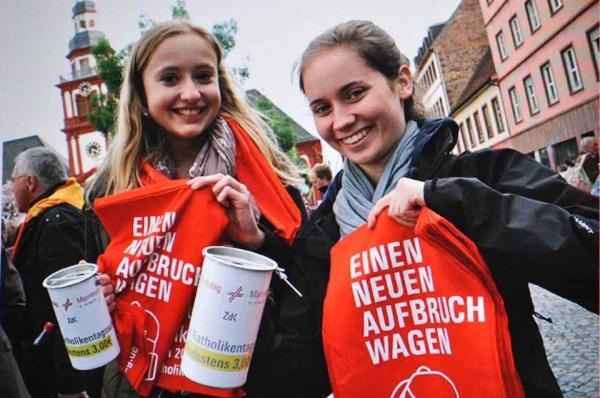 WBG-Schülerinnen im Einsatz bei der Eröffnungsfeier (Foto: www.katholikentag.de)