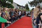 Das Publikum fiebert der Ankunft entgegen ... Foto: SMMP/Hentrich)