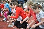 Startschuss zum 800 Meter-Lauf der Mädchen (Foto: SMMP/Hentrich)