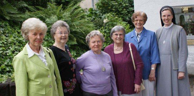 Abitur 1952: Fünf Ehemalige begingen ihr 60-jähriges Jubiläum mit Sr. Maria Thoma Dikow am WBG. (Foto: WBG/Schrieck)