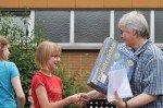 Frau Kuhlmann ehrt die Sieger des Mathe-Känguruh-Wettbewerbs. (Foto: SMMP/Hentrich)