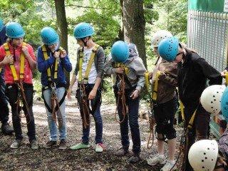 Vorbereitung der 6a zur Klettertour im Wildwald Vosswinkel. (Foto: WBG/Schmidt)