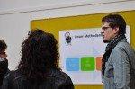 Maik Lambert im Gespräch mit Eltern, die sich für das Methodenkonzept des WBG interessieren. (Fioto: SMMP/Hentrich)