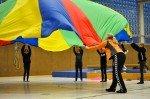 Spaß in der Sporthalle bei Bewegung und Spiel mit Sportlehrerin Gudrun Müller. (Foto: SMMP/Hentrich)