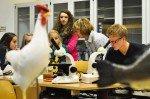 In den Biologie-Fachräumen konnte man mikroskopische Untersuchungen vornehmen und Anschauungsobjekte begutachten. (Foto: SMMP/Hentrich)