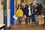Die Guides des WBG sind mit Grundschülern unterwegs, um ihre Schule zu zeigen. (Foto: SMMP/Hentrich)