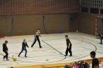 Grundschüler und Walburgisschüler spielen gemeinsam Fußball. (Foto: SMMP/Hentrich)