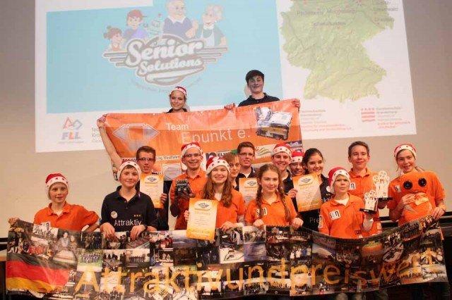 Siegerehrung in Brandenburg: Das Roboterteam des Walburgisgmnasiums qualifizierte sich für das Mitteleuropafinale am 11./12.01.2013 in Obrigheim. (Foto: AUP/Fleige)
