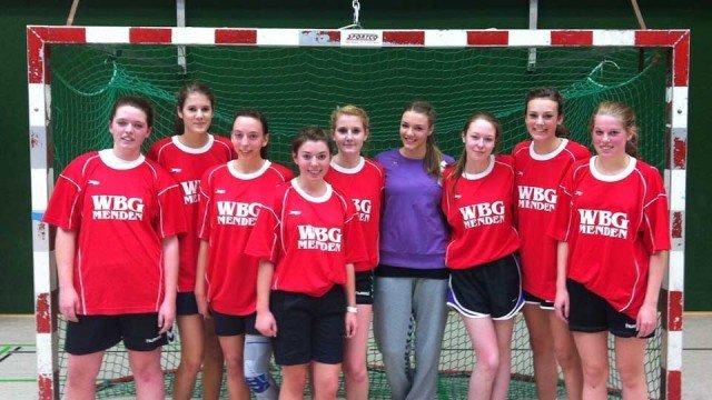 Die Mannschaft des Walburgisgmnasiums holte mit einem klaren Sieg im Endspiel den Kreismeistertitel am 14.12.2012. (Foto: WBG/Toth)