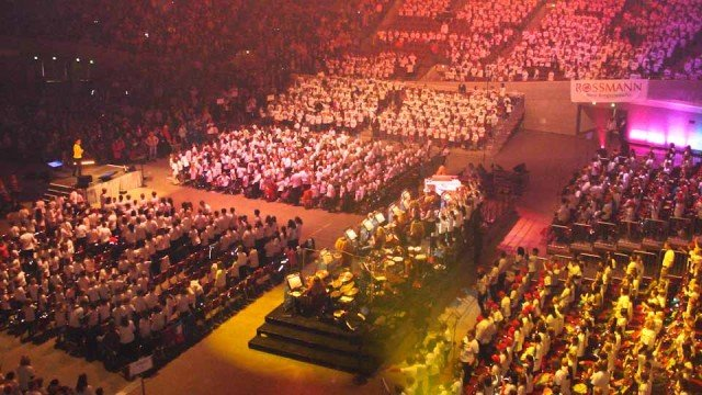 """Die Klasse 6b wirkte mit beim Lieder-Event """"Klasse! Wir singen"""" in der Dortmunder Westfalenhalle. (Foto: WBG/Schmidt)"""