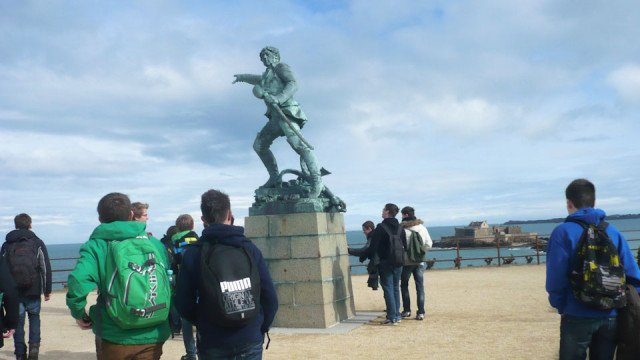 Korsar Robert Surcouf weist den Weg nach England. (Foto: WBG/Großerhode)