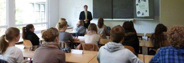 Herr Luig von der BEK leitet das Seminar Assesment Center am WBG. (Foto: WBG/Harnischmacher)