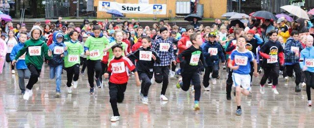 Start zum Schülerlauf der Mendener Stadtmeisterschaften 2013. (Foto: WBG/Scheidt)