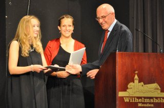 Die beiden Preisträgerinnen mit Gerd Harnischmacher. (Foto: SMMP/Sr. Johanna Hentrich)