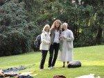 Frau Lügger (Mitte) mit einer Besucherin und Sr. M. Raphaela, die am gleichen Tag Geburtstag feierte. (Foto: WBG/Schmidt)