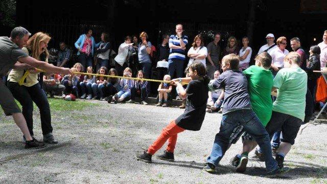 Spaß für Eltern und Kinder beim Klassenausflug der 5b nach Balve. (Foto: WBG/Kroh)