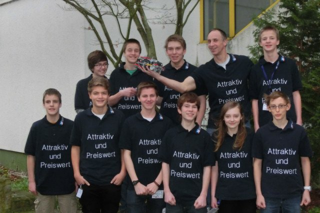 Dieses zehnköpfige Team des Walburgisgymnasiums unter Leitung von Georg Peters nahm am zentraleuropäischen Halbfinale der First Lego League teil.