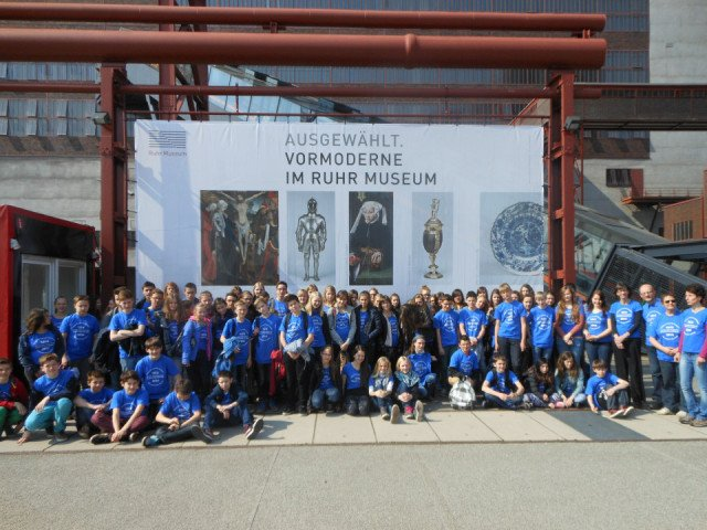 Die französischen Gäste und ihre deutschen Austauschpartner beim Ausflug zur Zeche Zollverein (Foto: T. Großerhode/SMMP)
