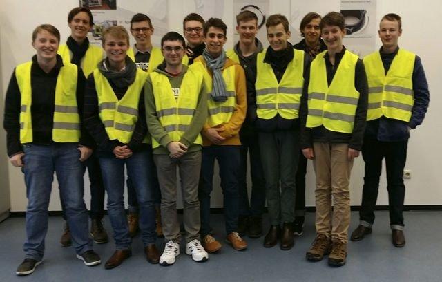 Die Schüler aus Adelaide besuchen das Unternehmen Lang und Menke in Hemer Westig. (Foto: C. Sauer/ SMMP)