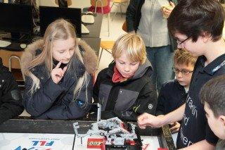 Roboter sind nicht nur Jungensache. (Foto: C. Scholz/SMMP)
