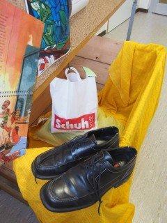 Die Spendenbox würde sich insbesondere über Herrenschuhe freuen. (Foto: C. Scholz/SMMP)