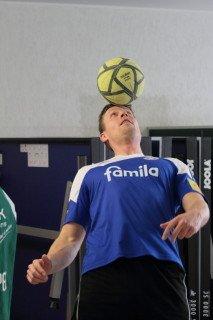 Ein Balanceakt - Herr Rau zeigt sein Können. (Foto: C. Scholz/SMMP)