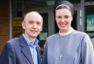 Seit 1994 leiteten Schwester Maria Thoma und Dr. Eduard Maler das Walburgisgymnasium gemeinsam. Foto: SMMP/Bock