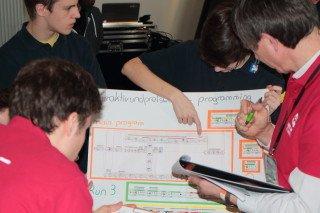 Die Programmierung des Roboters wird erläutert (Foto: Peters/SMMP)