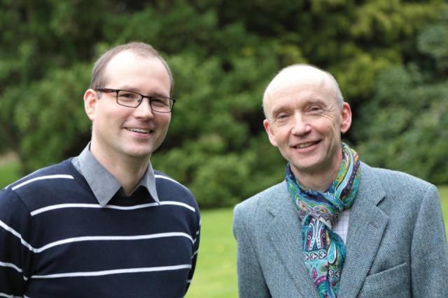 Dr. Eduard Maler (r.) und sein Stellvertreter Dr. Ansgar Bornhoff leiten jetzt gemeinsam das Walburgisgymnasium und die Walburgisrealschule. Foto: SMMP/Christoph Scholz