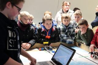 Großer Andrang bei der Roboter-AG (Foto: C. Scholz/SMMP)