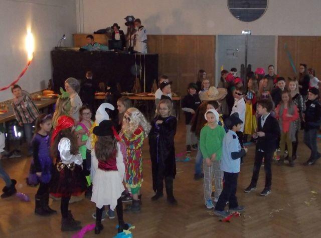 Karnevalsparty in der Aula. (Foto: M. Voßkuhl/SMMP)