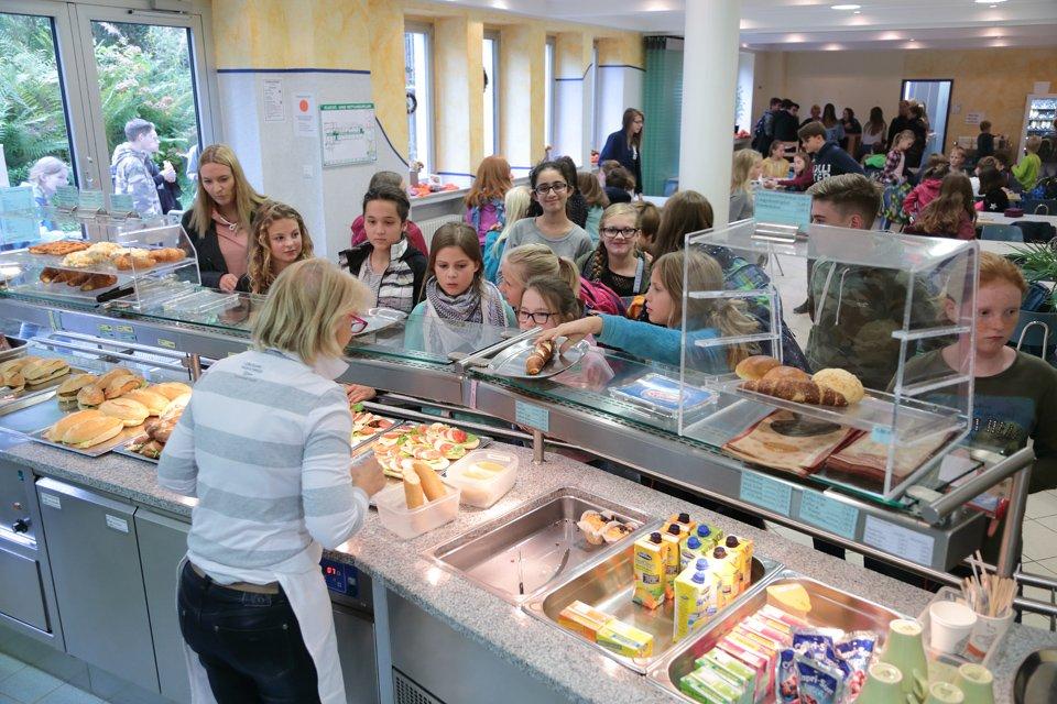 Unsere Cafeteria: Alles für den kleinen und den großen Hunger. (Foto: C. Scholz/SMMP)