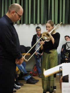 Dirigent Martin Theile lauscht seiner Solistin Ann-Catherina Strehmel. (Foto: C. Scholz/SMMP)